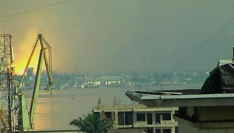 De Congostroom tussen Brazzaville en Kinshasa.