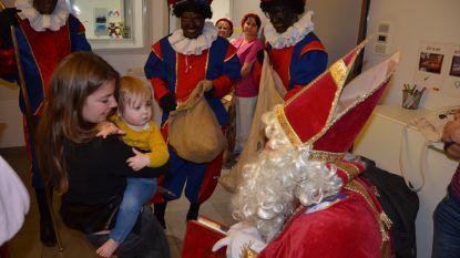 Sint bezoekt pediatrie AZL