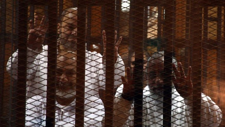 Gevangen leden van de Moslim Broederschap. Beeld epa