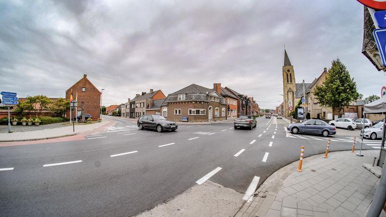 Het kruispunt Brugseweg-Potijzestraat krijgt extra wegmarkering en enkele paaltjes.