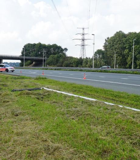 Autobestuurder rijdt lantaarnpaal omver op A73 bij Nijmegen