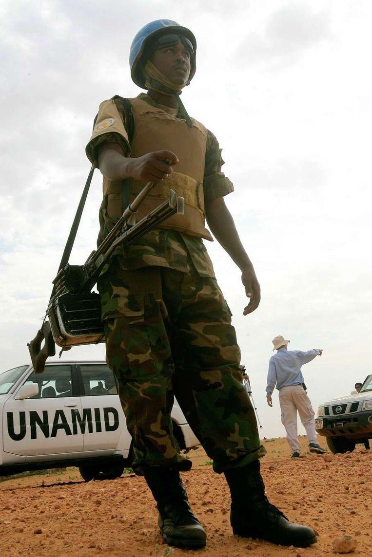 Een lid van de VN-vredesmacht in Darfoer. Beeld afp