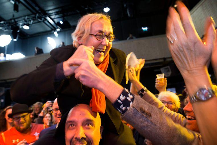 Lutz Jacobi van de PvdA viert de uitslag van de Friese herverdelingsverkiezingen in 2017. Beeld ANP