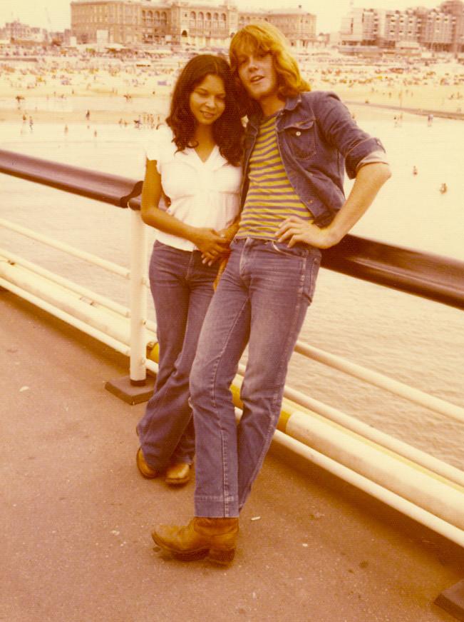 Samen op de Scheveningse Pier, in 1976.