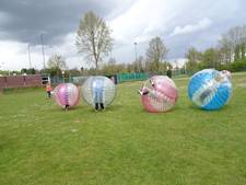 Hollende bollen en één voetbal: bumperball in Esch