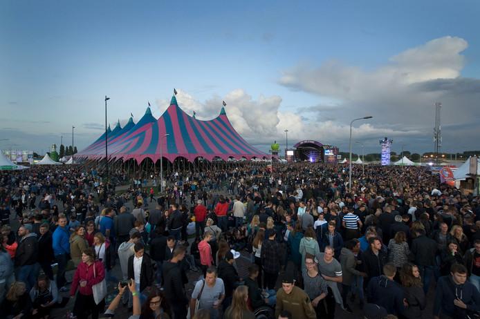 Op het festivalterrein van Appelpop controleren teams of jongeren onder de 18 jaar zich aan het alcoholverbod houden.