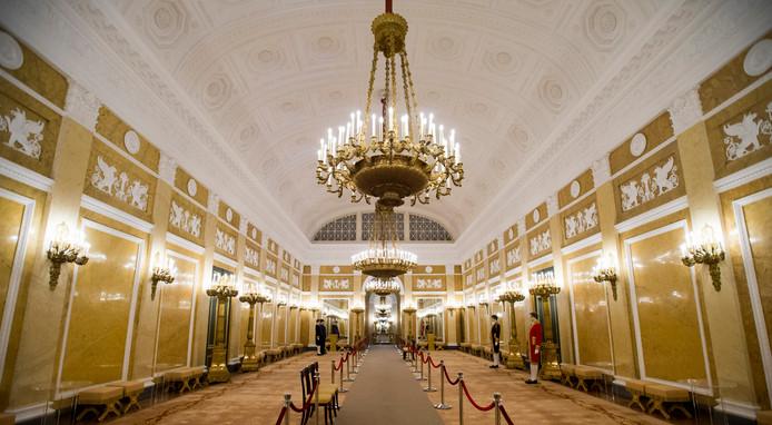De Grote Balzaal tijdens een rondleiding door paleis Noordeinde.
