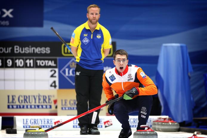 'Skip' Jaap van Dorp in actie in het duel met Zweden.
