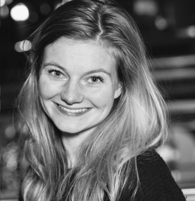 Fidessa vanRietschoten, journalist en afgestudeerd in kunstgeschiedenis op het onderwerp zelfregie van vrouwen in fotografie. Beeld