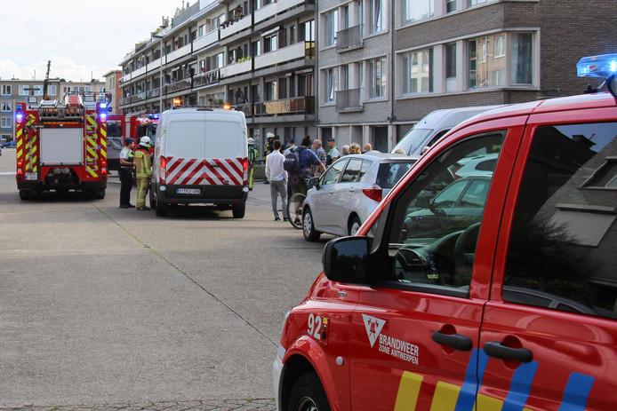 De brandweer werd opgeroepen voor een explosie van een elektriciteitskast in de Joseph Wuytslaan in Deurne.