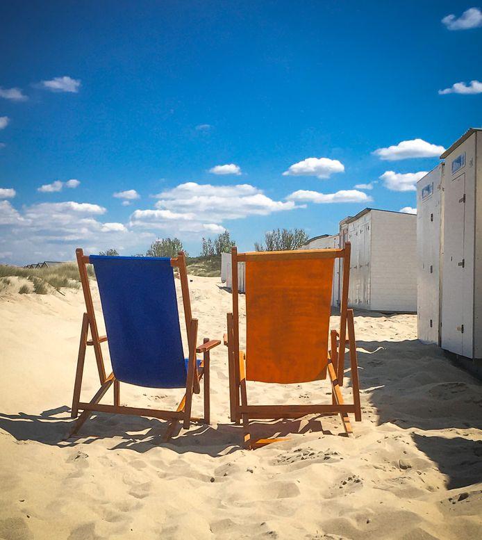 STOEL EN HOK De strandstoelen van ons hokje in Vrouwenpolder staan klaar om te genieten van een mooie Zeeuwse zomer!
