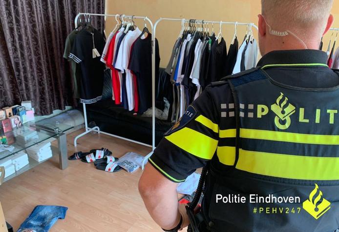 Er werden 86 kledingstukken en 350 goederen met vals merk aangetroffen.