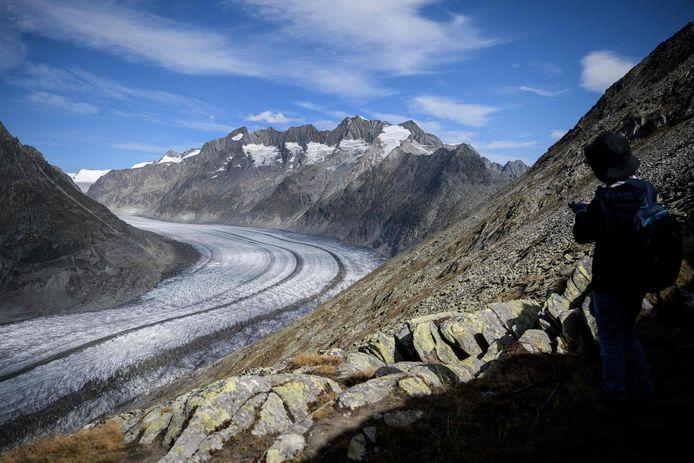 De Aletschgletsjer, een gletsjer in de Alpen in Zwitserland, zal wellicht volledig verdwijnen aan het einde van deze eeuw. Zo blijkt uit een studie van universiteit van Zürich.