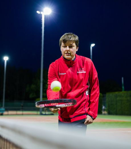 Als het hem té veel wordt, dan roept tennisser Jim heel hard: 'TIME OUT!'