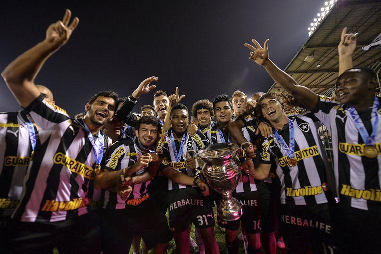 Een deel van de ploeg van Botafogo na het behalen van de titel in Volta Redonda. Clarence Seedorf ontbreekt op de foto. Beeld getty