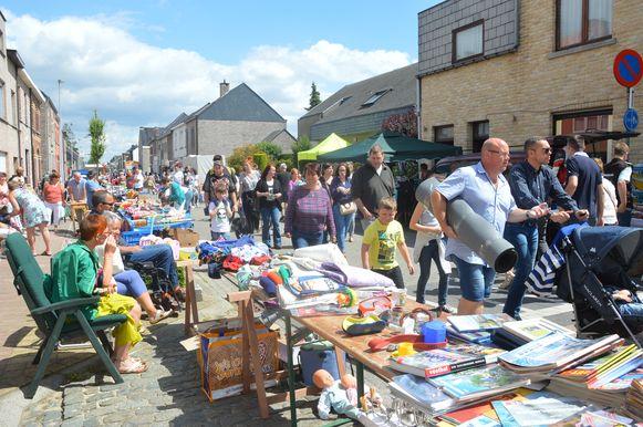 De rommelmarkt bijna elk jaar een massa bezoekers.