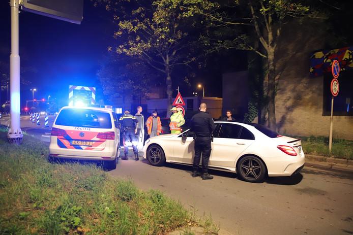 De auto van de man werd geblokkeerd, wat voor een lange file op de Tanthofdreef zorgde.