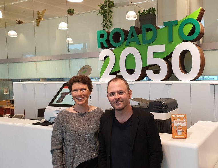 Tessa Avermaete van VLAR en schepen David Dessers (Groen) willen de Leuvenaars warm maken voor lokaal en duurzaam geteelde voedingsproducten.