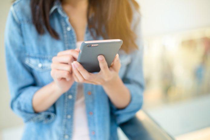 Uit onderzoek blijkt dat wereldwijd de helft van de meisjes en jonge vrouwen te maken heeft gehad met online seksuele intimidatie.