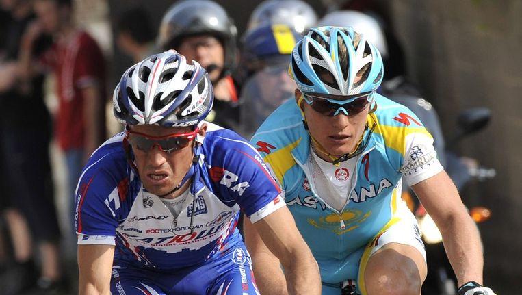 Alexandre Vinokoerov in de klassieker Luik-Bastenaken-Luik in duel met zijn Russische medevluchter Alexandr Kolobnev. Beeld afp