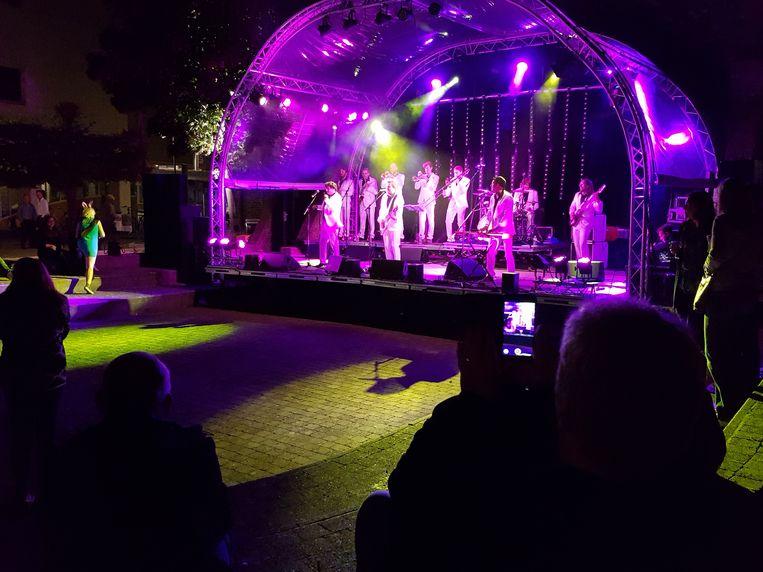 Het concert van Alaska in het buitentheater van cc De Plomblom.