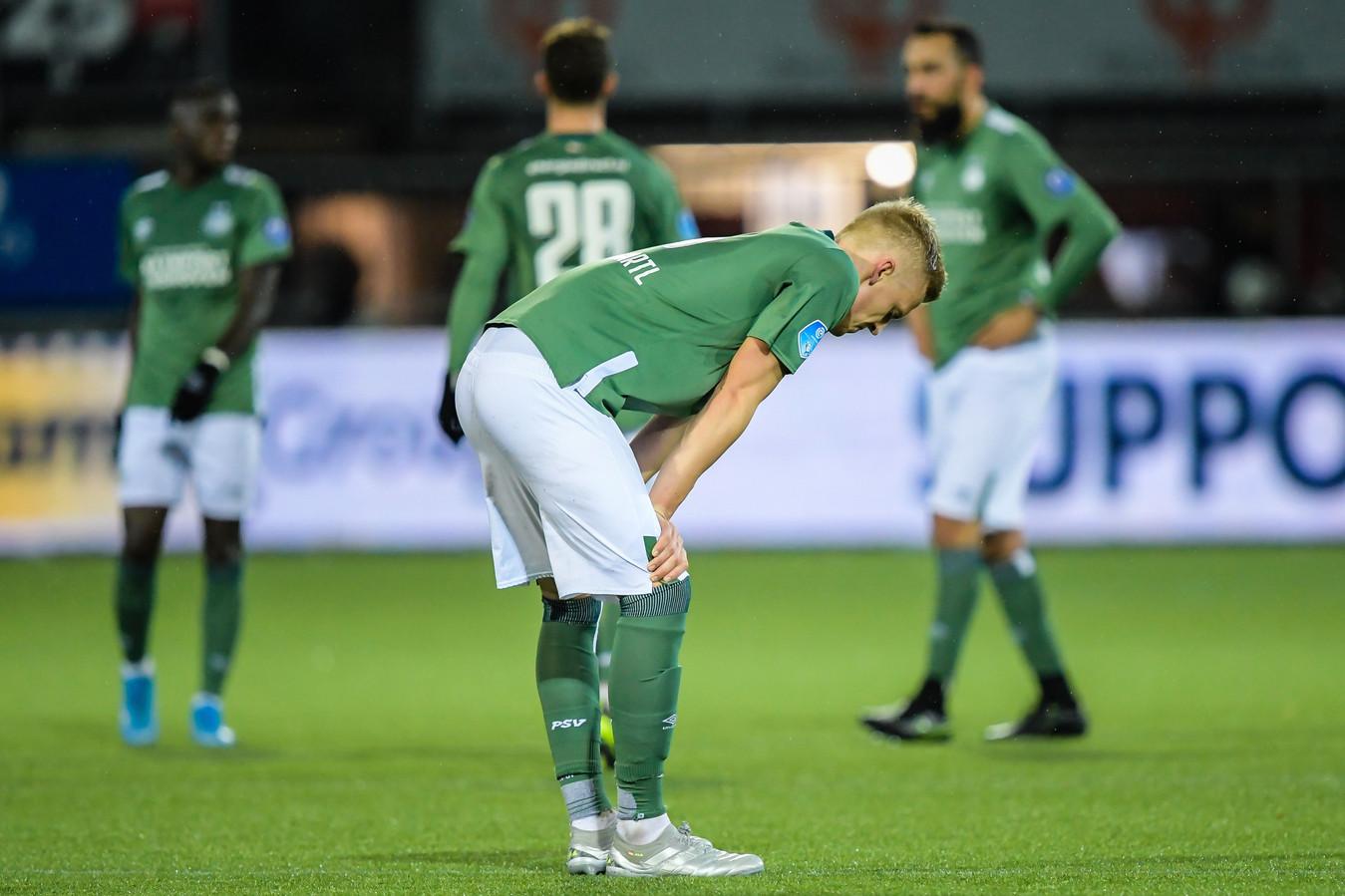 Timo Baumgartl verbijt de teleurstelling nadat PSV opnieuw punten heeft verspeeld.