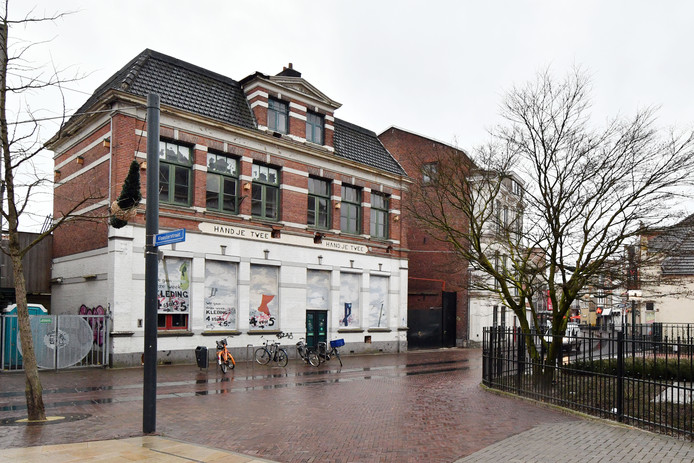 Een eerdere foto van het voormalige pand van Atak aan de Noorderhagen, recht tegenover de Fabrieksschool die ook is getransformeerd tot woonruimte.