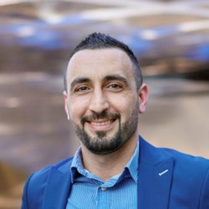 Murat Memis, fractievoorzitter SP in gemeenteraad Eindhoven, mag Turkije niet uit vanwege beschuldiging lidmaatschap PKK.