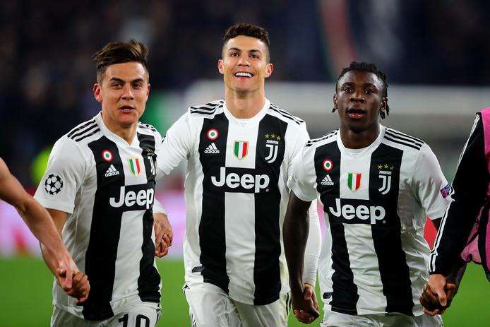 Paulo Dybala, Cristiano Ronaldo en Moise Kean vieren de zege.