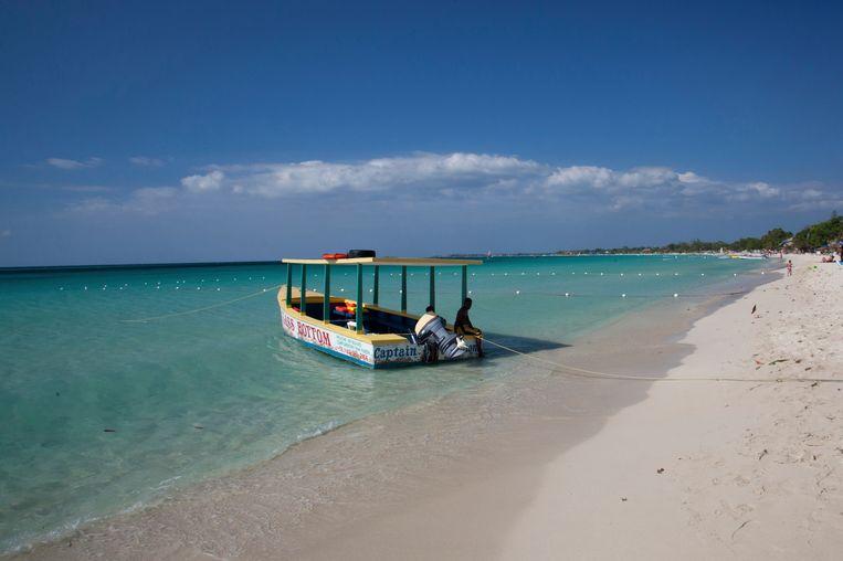 Het idyllische Negril-strand in Jamaica is een prooi voor de zee.  Beeld Getty Images