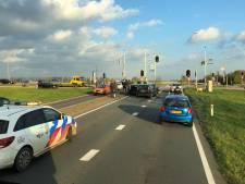 Vier auto's botsen op elkaar bij stoplicht in Bemmel