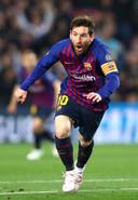 Lionel Messi viert zijn goal.