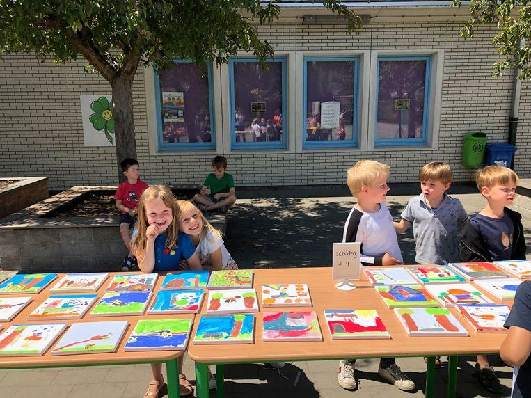 Basisschool Het Klavertje Vier uit Knesselare zamelt geld in voor De Zonnegloed met een rommelmarkt.