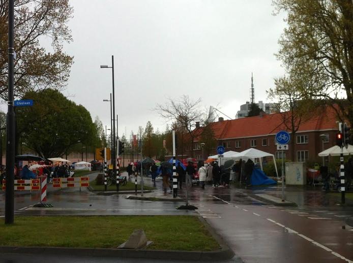 Regen en dus veel paraplu's in Eindhoven.