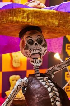 Lachende skeletten: in Mexico vieren ze feest samen met de doden