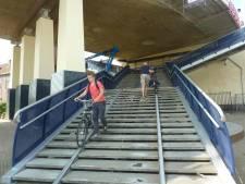 'Lift' voor fietsers bij de trappen onder de Zwijndrechtse brug