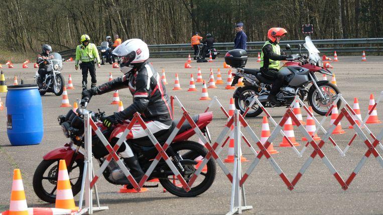 Op deze mooie lentedag zagen de motorrijders het zitten om hun rijvaardigheid te testen onder leiding van politie Brasschaat en politie Voorkempen.