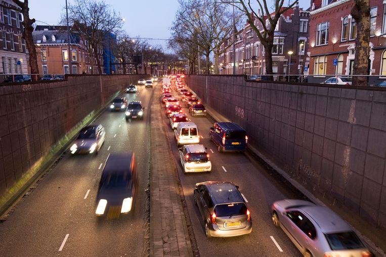 De Rotterdamse 's Gravendijkwal krijgt een verbod op vrachtverkeer, zo wil staatssecretaris Stientje van Veldhoven. Beeld Hollandse Hoogte / Hans van Rhoon