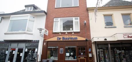 Eigenaar Hardenbergs café De Buurman in zak en as na politie-inval: 'We zijn geen drugscafé'