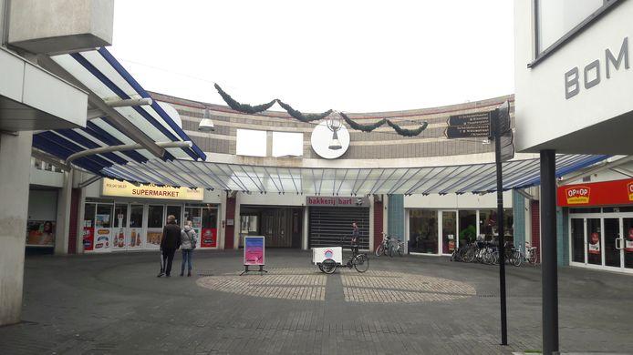 ABC-complex aan het einde van de Terneuzense Noordstraat staat grotendeels leeg en ligt er desolaat bij.