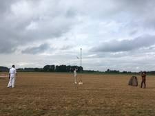 Bernhard van Hal (84) schiet de vleugel eraf bij jubilerende schutterij in Voorst