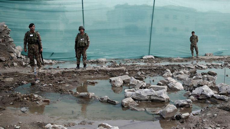 Bij een eerdere bomaanslag op vrijdag in Kabul, dichtbij een legerbasis, kwamen 15 mensen om het leven. Beeld reuters