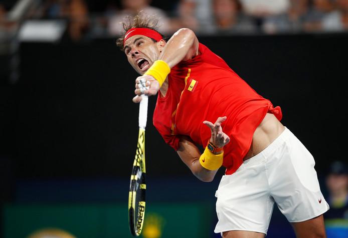 Rafael Nadal in actie tegen Djokovic.