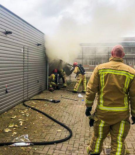 Brand verwoest spullen van vloerbedrijf in Eindhoven
