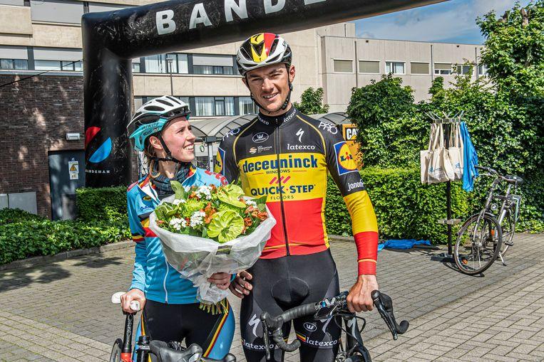 Yves Lampaert en zijn zus Saghine, die werkt als spoedverpleegkundige in het Sint-Andriesziekenhuis.