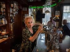 Buurtcafés Eindhoven veel minder druk: 'Rond elven gaat nu de knip op de deur'