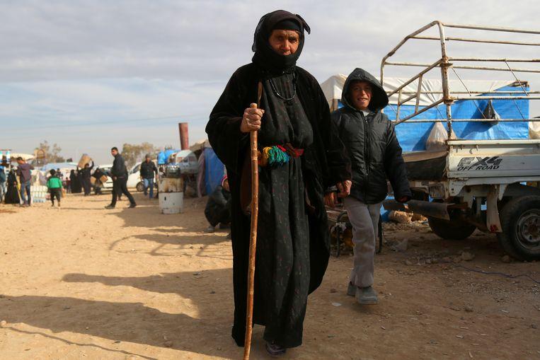 Het Syrische gevangenenkamp bij Ain Issa, waar veel IS-strijders zitten. Beeld AFP