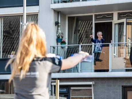 Ochtendgymnastiek vanaf balkon in Kwintsheul: 'Mensen stonden heerlijk te swingen'