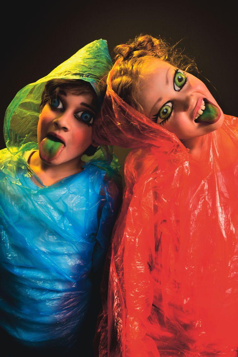 Hänsel: Kate Lindsey links en Gretel: Lenneke Ruiten rechts. Beeld null