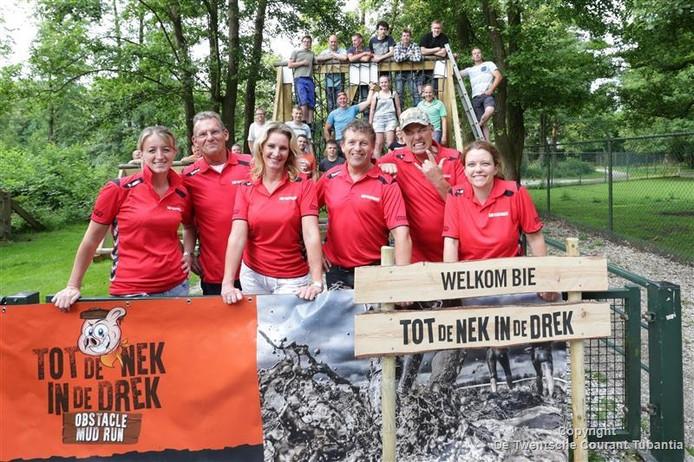 De organisatie en vrijwilligers zijn helemaal klaar voor de eerste Tot de Nek in de Drek obstakelloop.
